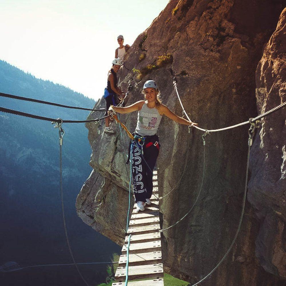 Pont de singe sur une via ferrata