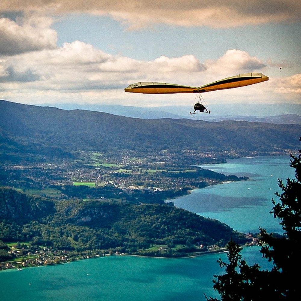 Survol du lac d'annecy en deltaplane